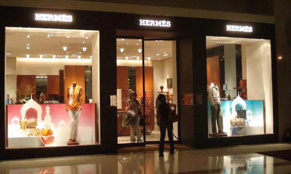 Genți și suveniruri de firmă, furate dintr-un magazin de lux din Tokyo