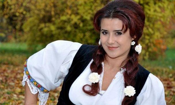 Doliu în muzica populară. Tânăra cântăreaţă Ramona Fabian a murit într-un accident de circulaţie