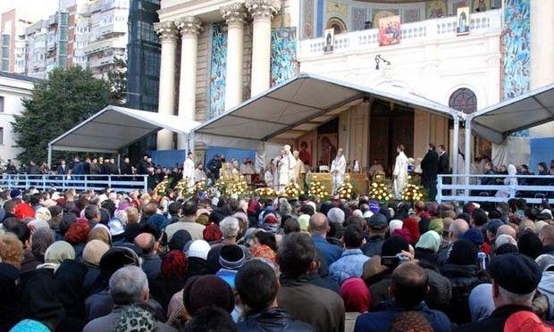 Iași: 16.000 de pelerini au venit la moaștele Sfintei Parascheva