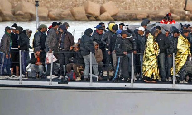 Un nou naufragiu în apropiere de insula Lampedusa. Cel puţin 50 de imigranţi şi-au pierdut viaţa