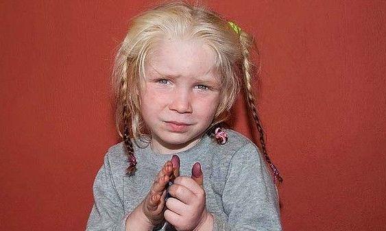 Grecia: Anchetă în cazul fetiţei descoperite într-o tabără de romi