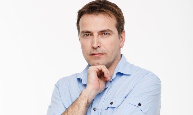 "Ioan Isaiu face ""Menage a trois"""