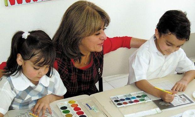 Învăţământul la domiciliu ar putea fi reînfiinţat: Părinţii, profesori dedicaţi pentru elevi