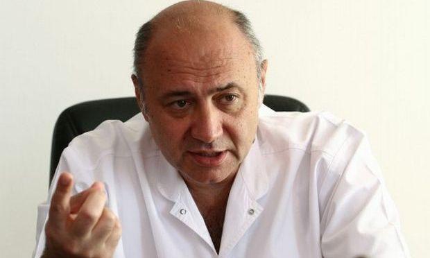 Prof. dr. Irinel Popescu, alături de echipa sa, a bifat recordul: 100 de transplanturi de ficat în 2013, 500 în total