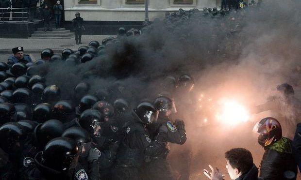 Ucraina: Nouă persoane arestate la Kiev, în urma protestelor de duminică