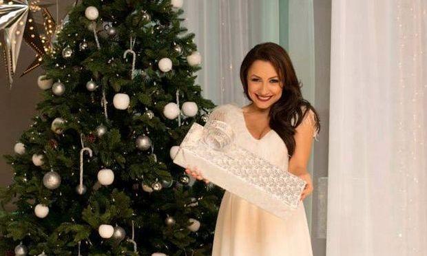 În aşteptarea sărbătorilor! Andra, prima poză lângă bradul de Crăciun