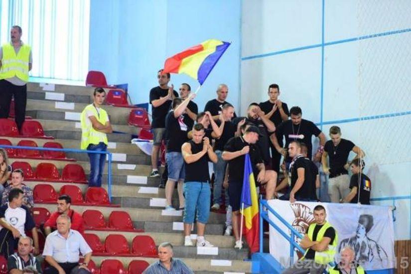 """Rasismul, premieră în handbalul românesc. 'Suporteri"""" ai HC Zalău au scandat lozinci rasiste către Allison Pineau, de la HCM Baia Mare, golghetera Ligii Campionilor."""