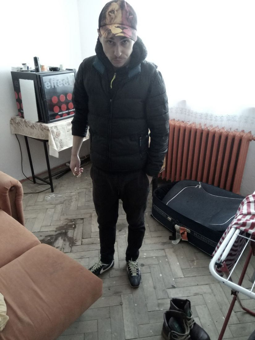 Cine este bărbatul care a JEFUIT o agenție de pariuri din Craiova. E fotbalist și a folosit un pistol de jucărie