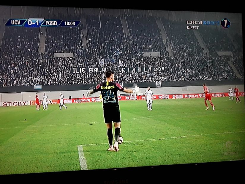 IMAGINI TULBURĂTOARE. Ilie Balaci, PLÂNS și APLAUDAT de mii de români pe stadionul din Craiova