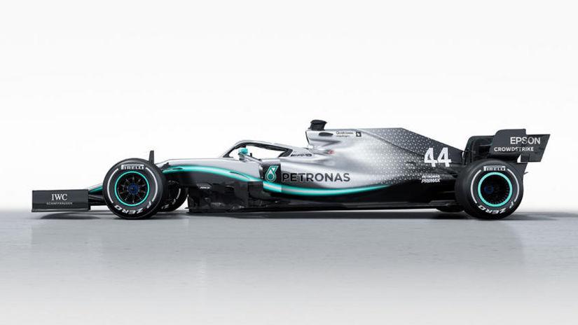SPECTACULOS. Mercedes şi Red Bull şi-au prezentat noile MONOPOSTURI