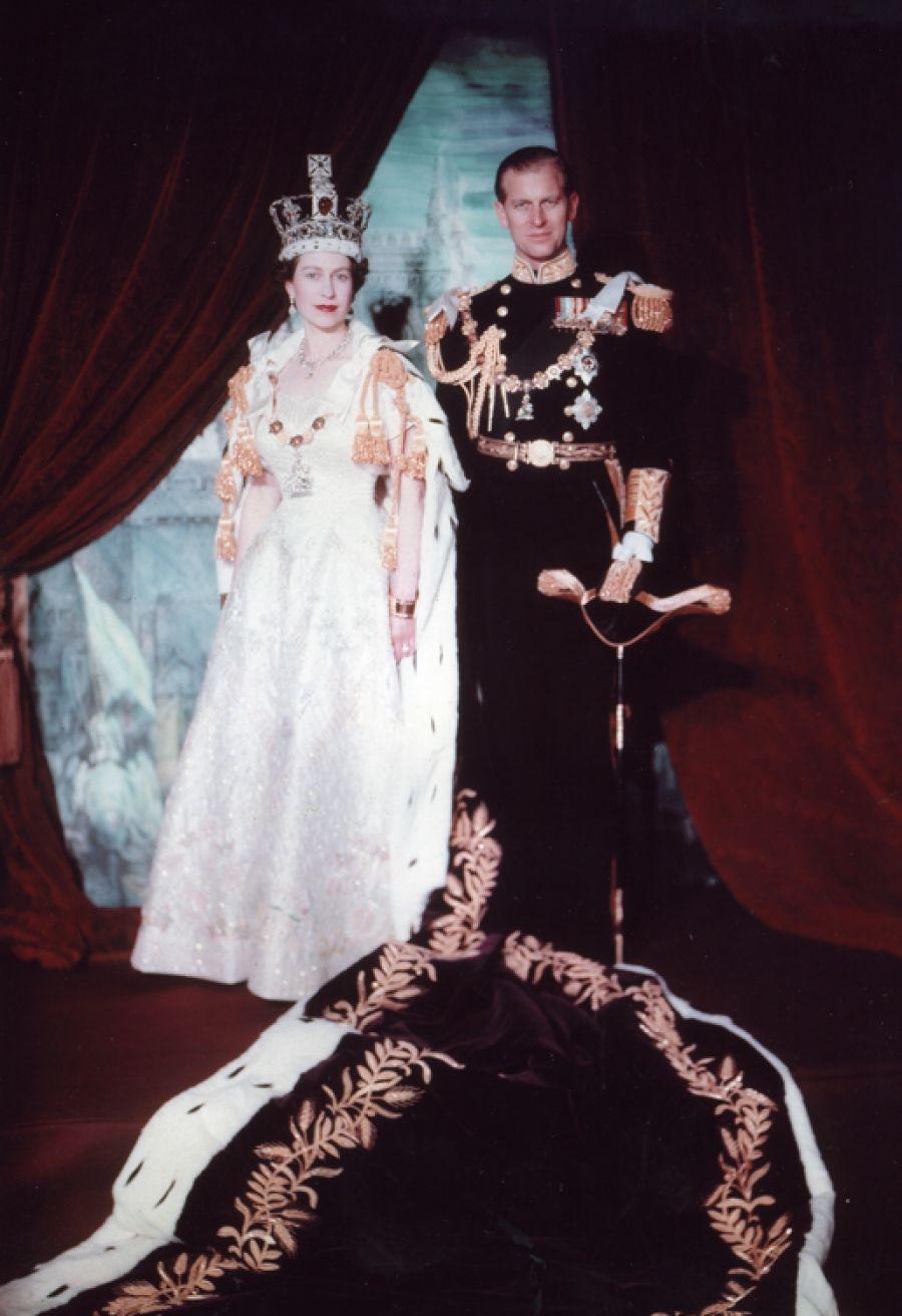 Așa arăta Regina Marii Britanii la 18 ani! Acum împlinește 94 (Video)