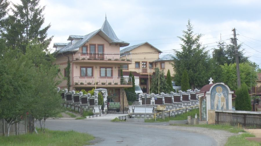 EXCLUSIV. Cumătrul lui Adrian Țuțuianu, edilul PSD de la Dragomirești, deversează dejecțiile menajere în râul Dâmbovița